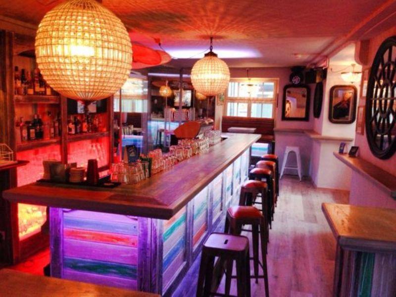 90er jahre party cuba club schaffhausen. Black Bedroom Furniture Sets. Home Design Ideas